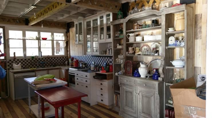 DISEÑO DE CASA EN PELEQUÉN: Cocinas de estilo  por Dušan Marinković - Arquitectura - Santiago