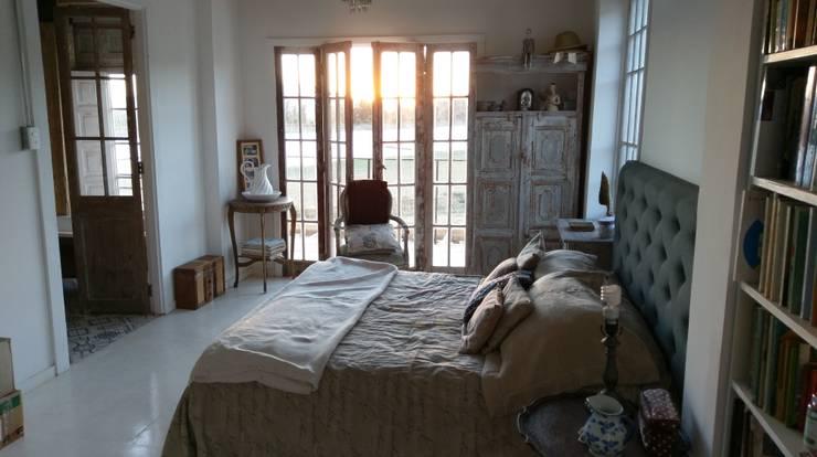 CASA ISABEL RAIES R.- PELEQUÉN: Dormitorios de estilo  por Dušan Marinković - Arquitectura