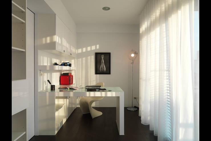 Estudios y bibliotecas de estilo minimalista de 邑法室內裝修設計有限公司 Minimalista