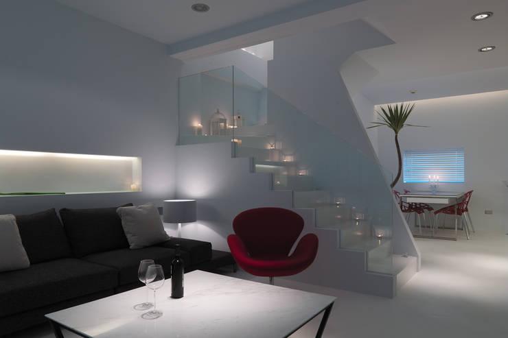 Livings de estilo minimalista de 邑法室內裝修設計有限公司 Minimalista