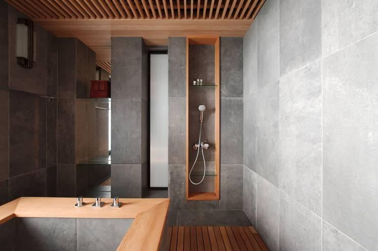 北投陳宅:  浴室 by 直方設計有限公司