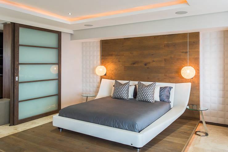 Umhlanga home:  Bedroom by Casarredo