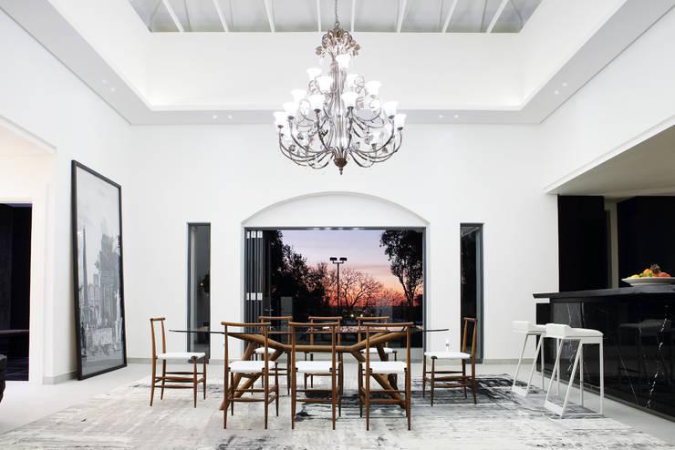 Sandhurst home: scandinavian Dining room by Casarredo