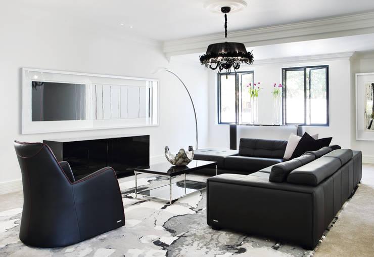 Sandhurst home:  Multimedia room by Casarredo