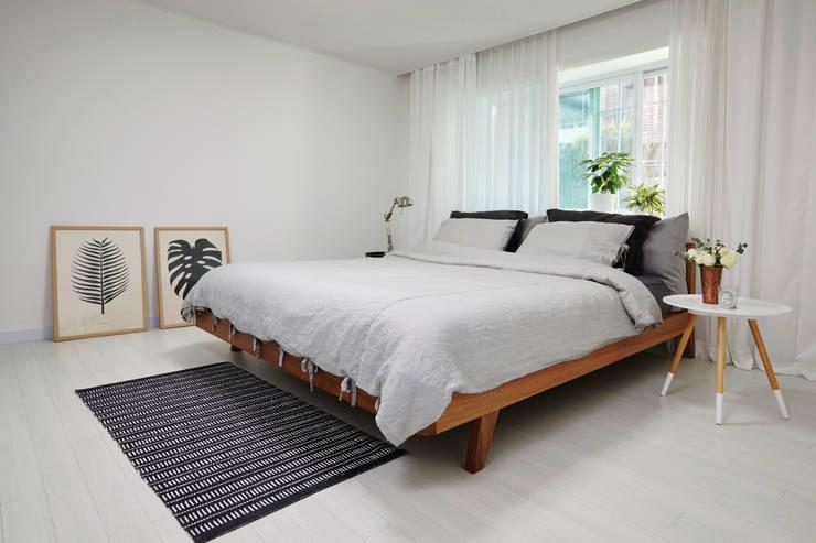 연남동 집 복층 빌라 인테리어: 노르딕앤의  침실,