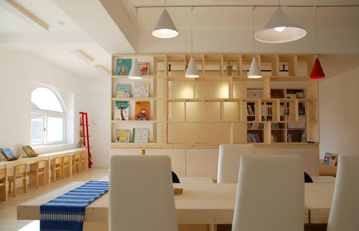 Black Bunny's Loft _ 대구 유치원북카페 프로젝트: 사무소아홉칸의  사무실