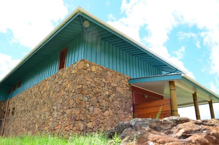 Edificios de oficinas de estilo  por CABRAL Arquitetos, Rústico