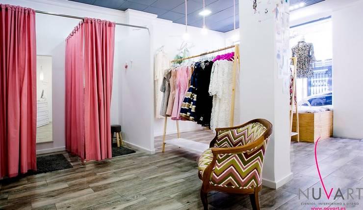 El sueño de Maggie: Oficinas y Tiendas de estilo  de NUVART,