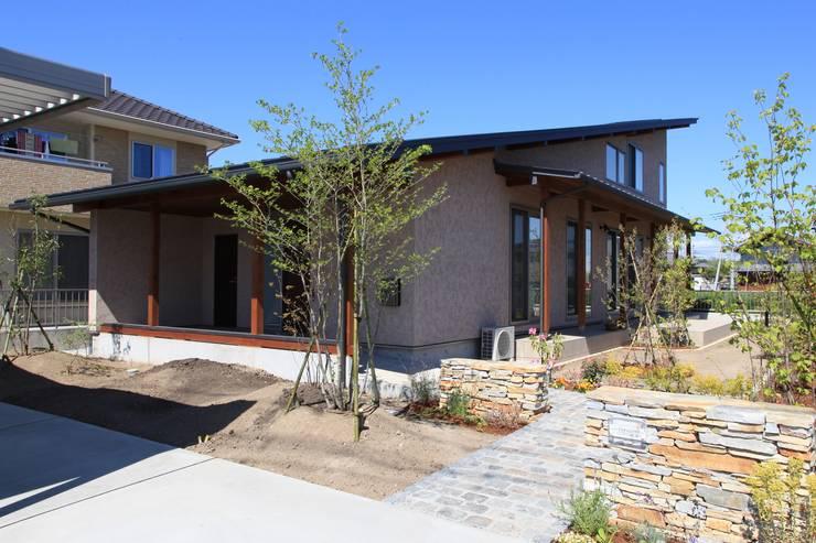 長屋根の家: 田村建築設計工房が手掛けた家です。