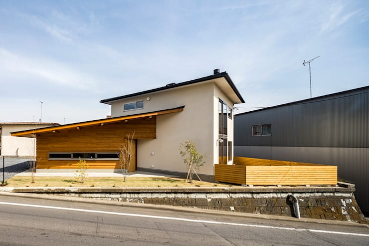 Paredes de estilo  de 中山大輔建築設計事務所/Nakayama Architects,