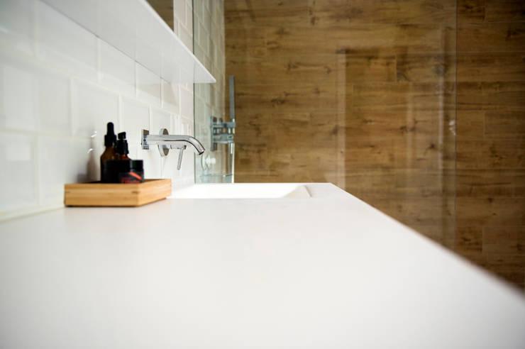 Bathroom by Studio Transparente, Mediterranean