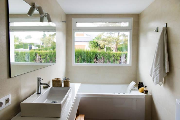 Baños de estilo  por Studio Transparente