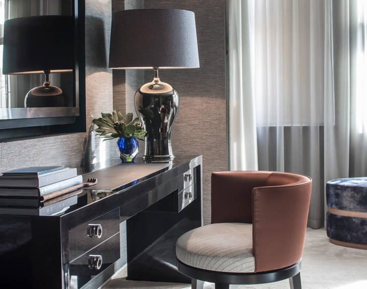 غرفة نوم تنفيذ Roselind Wilson Design