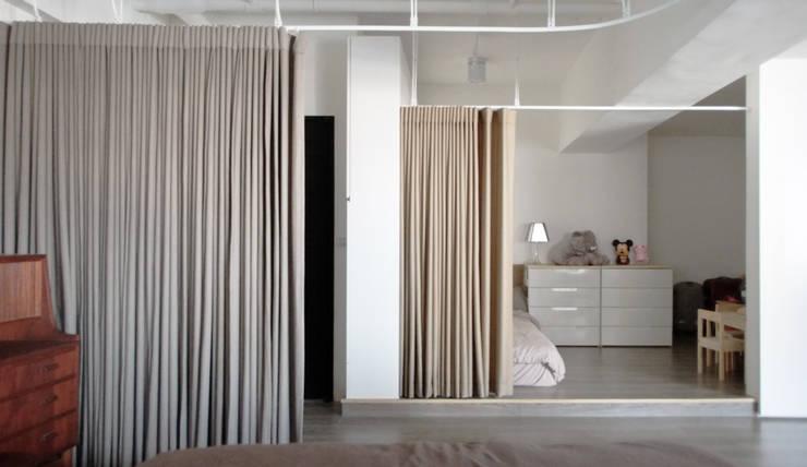 House without Walls 林宅:  嬰兒房/兒童房 by 構築設計