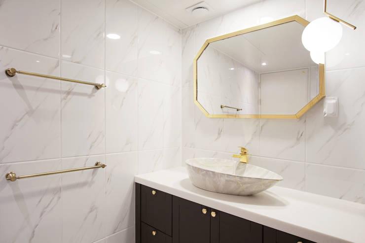 마블&골드 광장동 현대홈타운 욕실 인테리어: 더어반인테리어의  욕실
