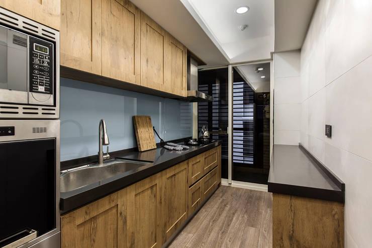 層峰匯:  廚房 by 齊家。空間設計