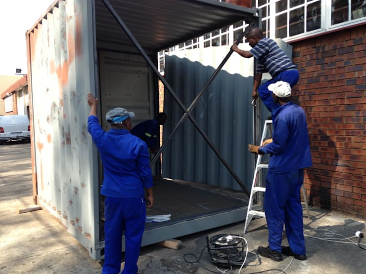 Cutting of the container:  Bars & clubs by A4AC Architects