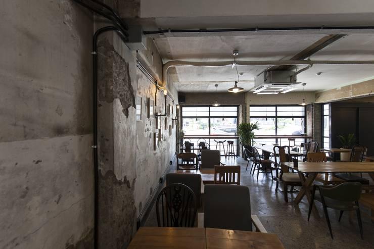 녹번동 빈티지204: 윤홍디자인의  벽,