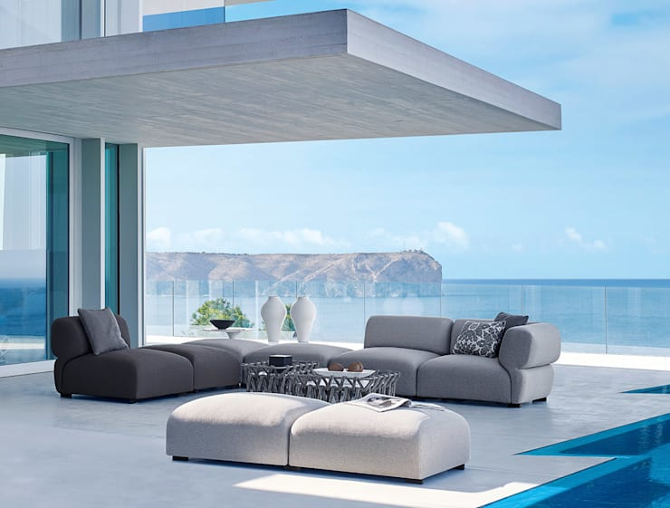 Butterfly Sofa by B&B Italia:  Balconies, verandas & terraces  by Campbell Watson,