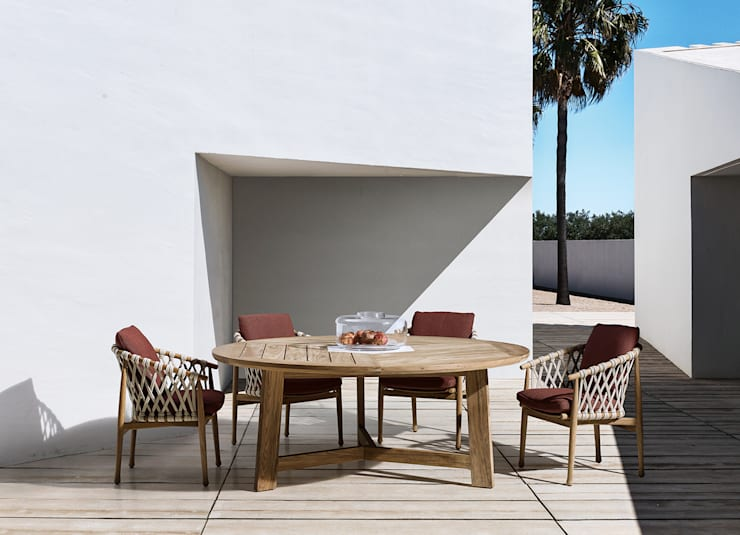 Ginestra Dining Table by B&B Italia:  Balconies, verandas & terraces  by Campbell Watson,