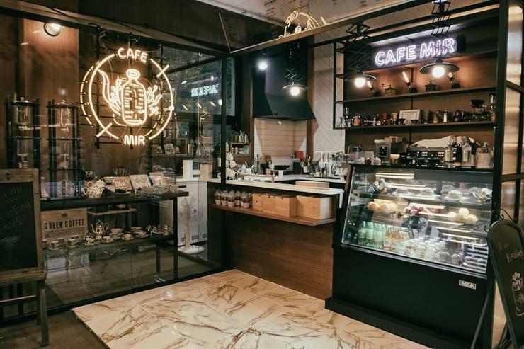 CAFE MIR 카페 인테리어: im100 communications의  상업 공간,