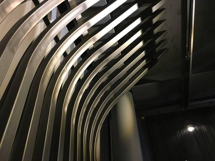 운양 이층집 Restaurant 인테리어: LUJEN COMPANY 루젠컴퍼니의  레스토랑,