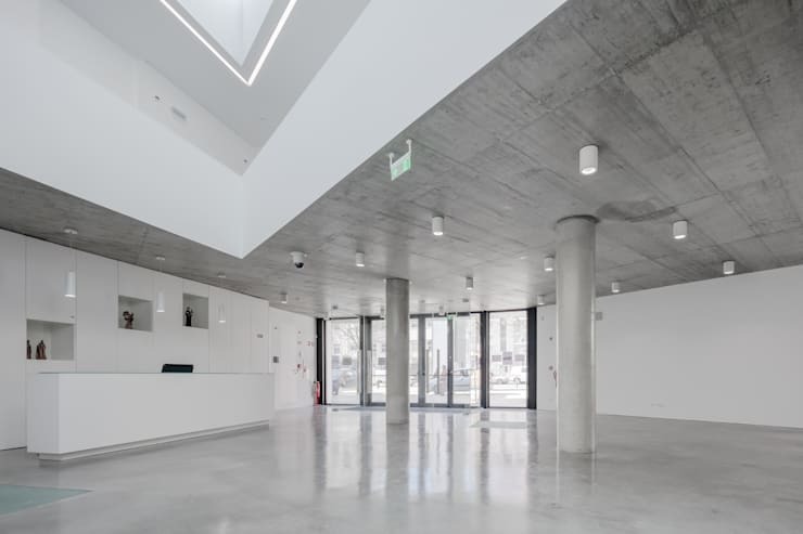 Corridor & hallway by Plano Humano Arquitectos, Minimalist Reinforced concrete