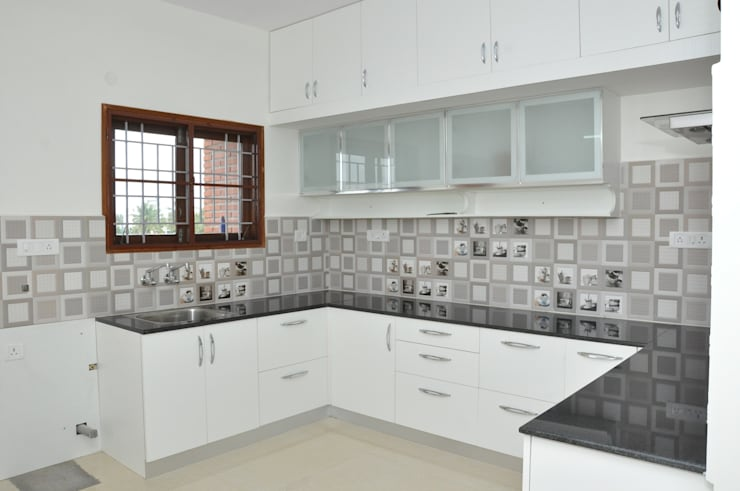 U- Shaped  Kitchen Design  Layouts In Bangalore:  Kitchen by Scale Inch Pvt. Ltd.