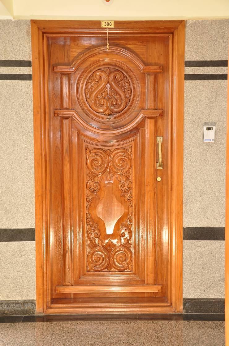 Interior Door Design:  Living room by Scale Inch Pvt. Ltd.