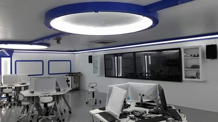 smart classroom:  ตกแต่งภายใน by บริษัท ไอเดียโอโลจี จำกัด