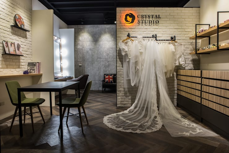 Crystal Makeup Studio:   by 簡致制作SimpleUtmost Design