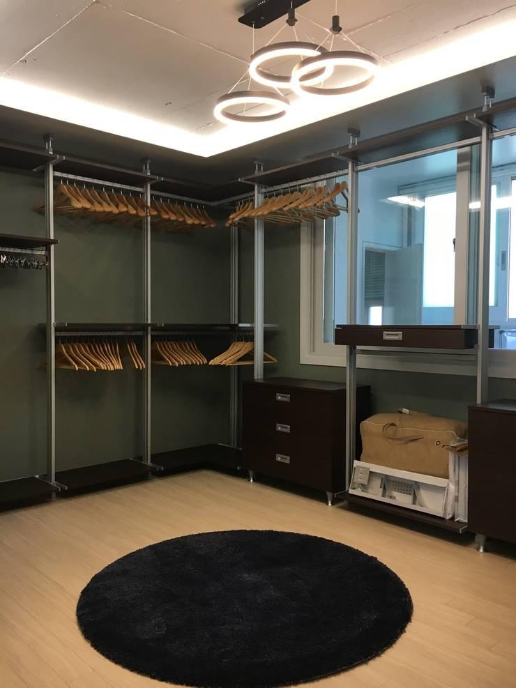 [주거공간] 아파트 인테리어 40평형대: Design Partner Blue box의  방,