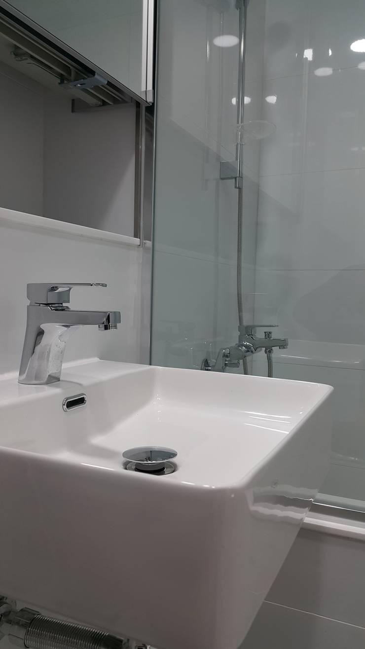 중동 두산위브 더스테이트: 디자인모리의  욕실,모던