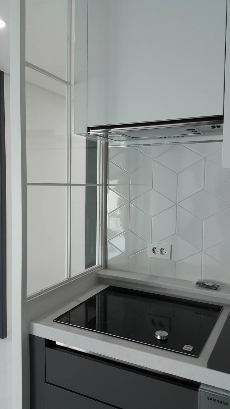 중동 두산위브 더스테이트: 디자인모리의  거실