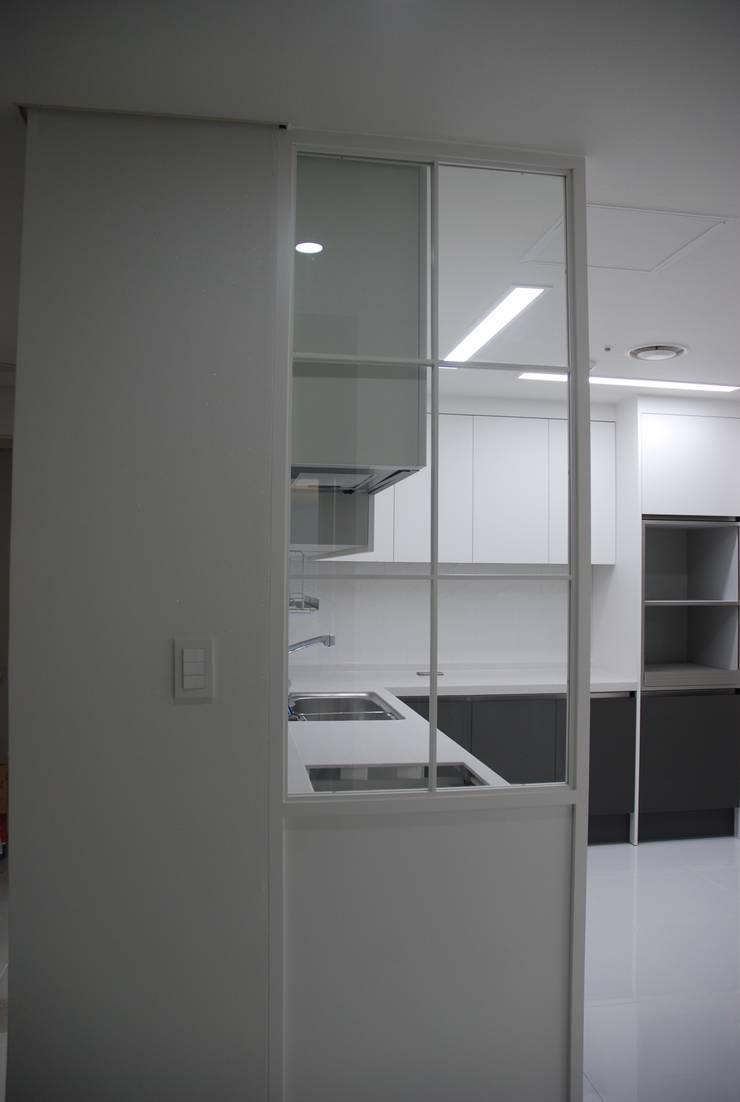중동 두산위브 더스테이트: 디자인모리의  주방,모던
