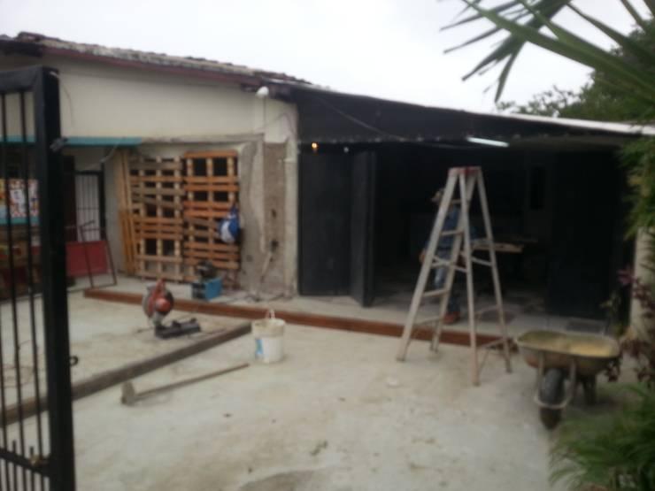 Remodelacion en Fachada Principal: Restaurantes de estilo  por Arq. Alberto Quero