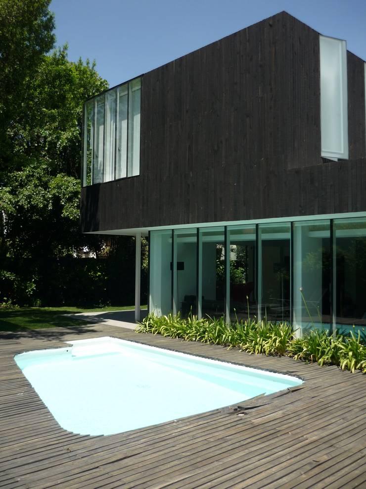Casa Infanti : Casas de estilo  por Claudia Tidy Arquitectura