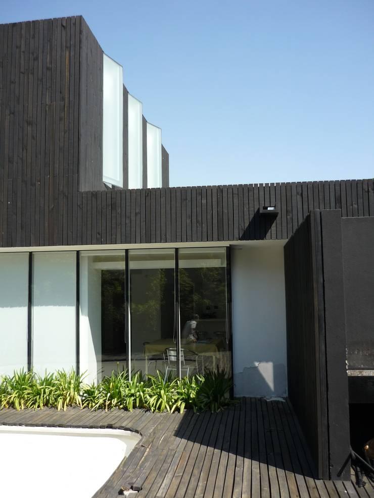 Casa Infanti: Casas de estilo  por Claudia Tidy Arquitectura