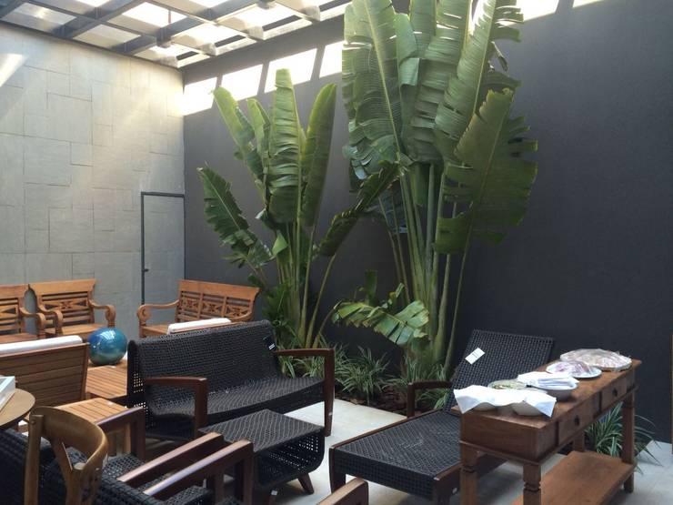 Projekty,  Ogród zaprojektowane przez Eneida Lima Paisagismo