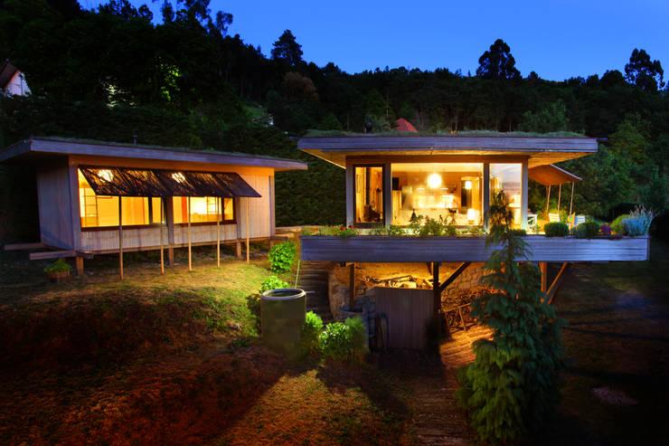 RUSTICASA | Casa do Brezo | Paredes de Coura: Casas de madeira  por Rusticasa