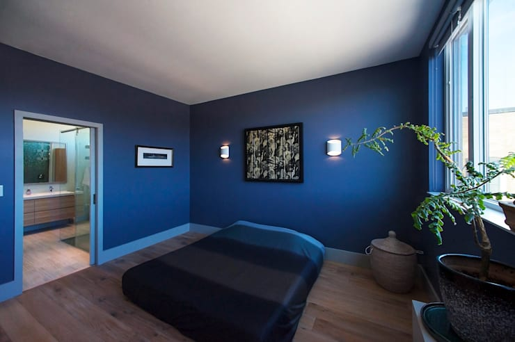 modern Bedroom by Solares Architecture