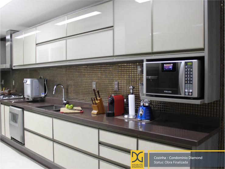 Projekty,  Kuchnia zaprojektowane przez Estúdio DG Arquitetura