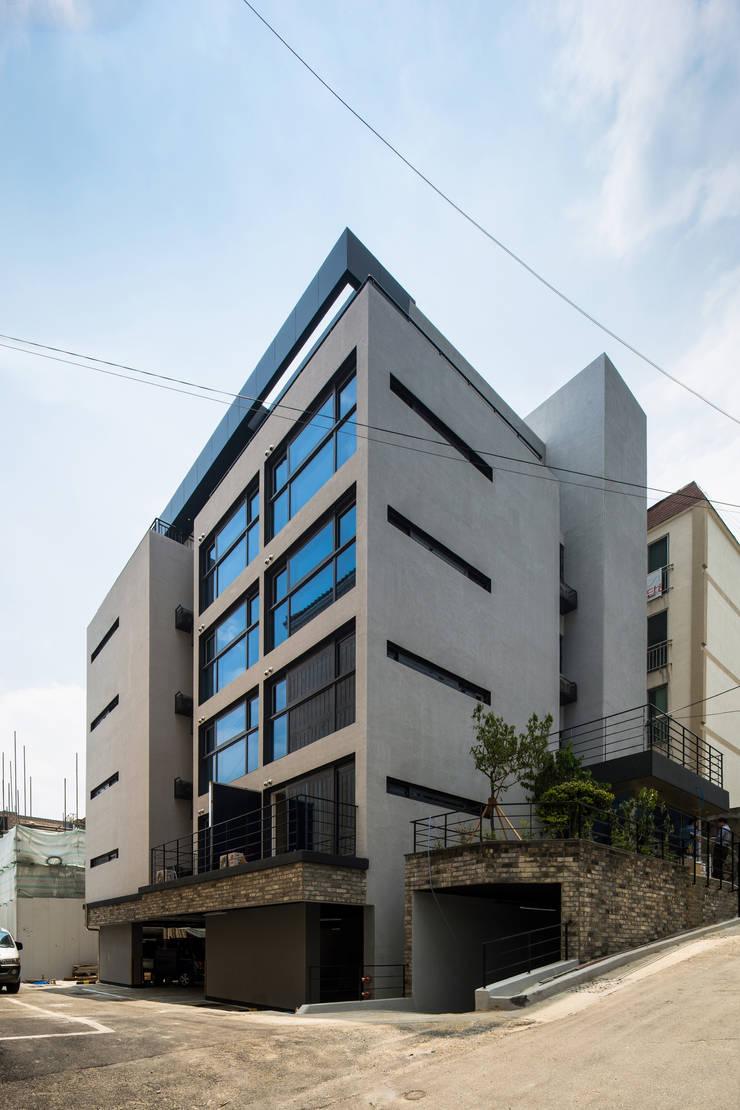 부산 수영구 광안동 다세대주택: Architects H2L의