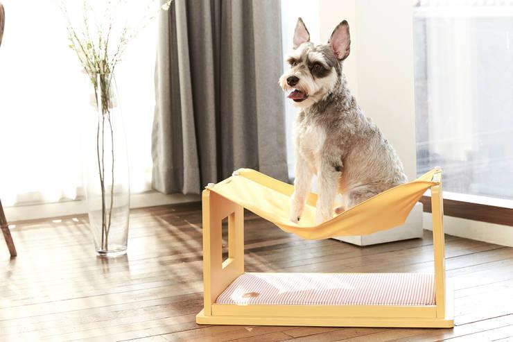 반려동물 가구 Pet Furniture – 밀크테이블 (빈스브라운): TWOINPLACE의  거실,