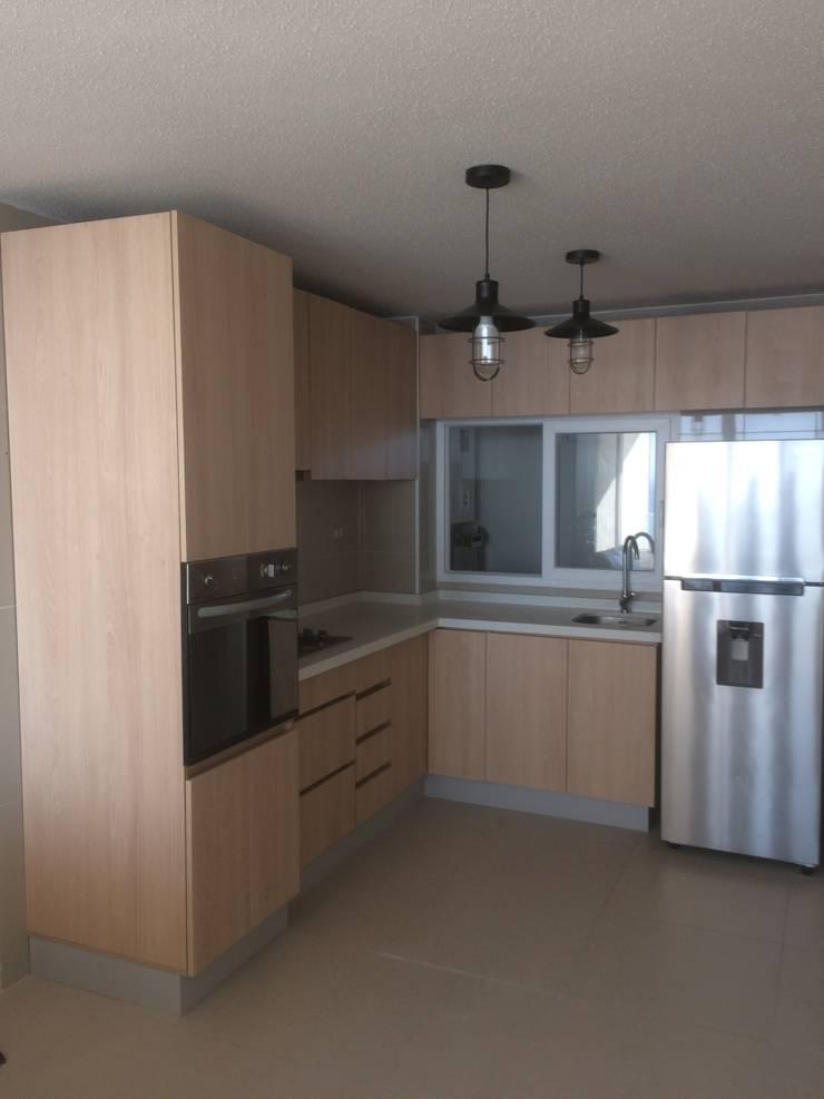 Remodelación de cocina :  de estilo  por N.Muebles Diseños Limitada
