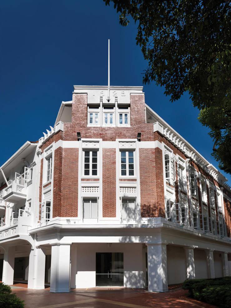 Leo Burnett Office:  Office buildings by MinistryofDesign