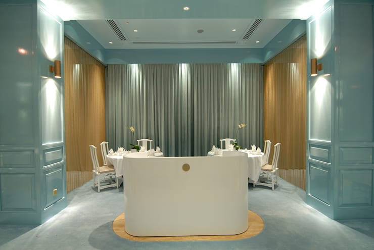 Royal China Restaurant:  Gastronomy by MinistryofDesign,Modern