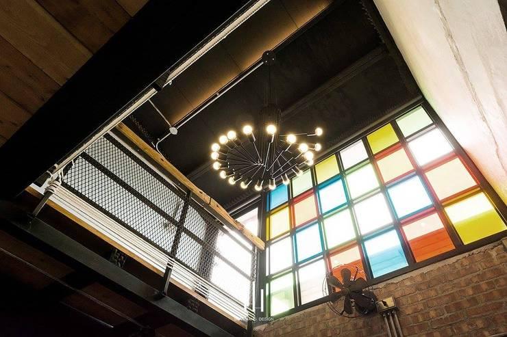 台南民宿/樂宅1960:  客廳 by 山巷室內設計