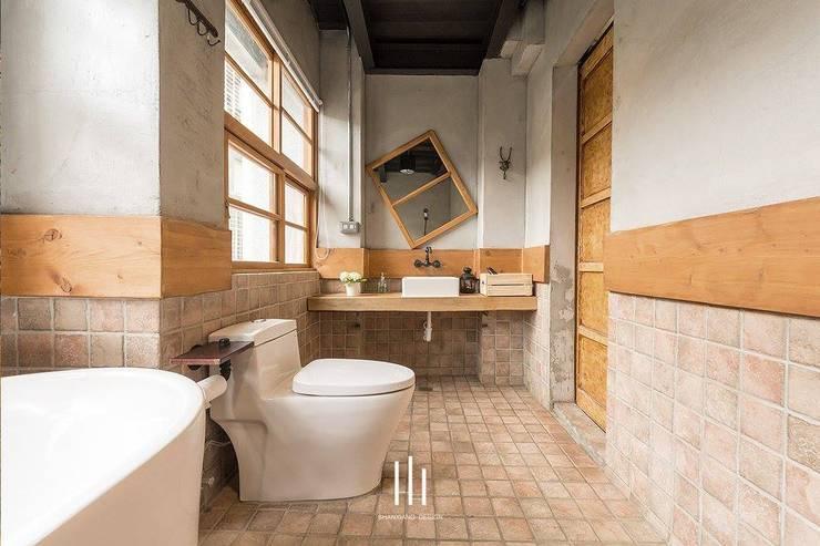 台南民宿/樂宅1960:  浴室 by 山巷室內設計