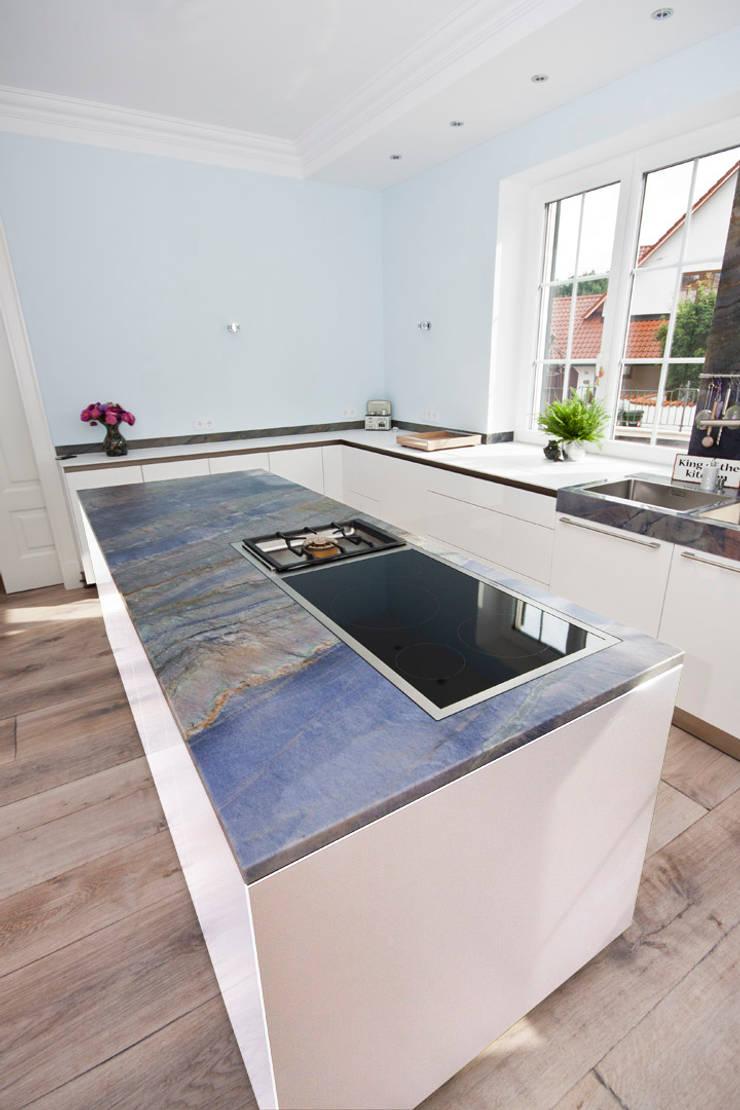 küche mit exklusiver naturstein küchenarbeitsplatte by rossittis